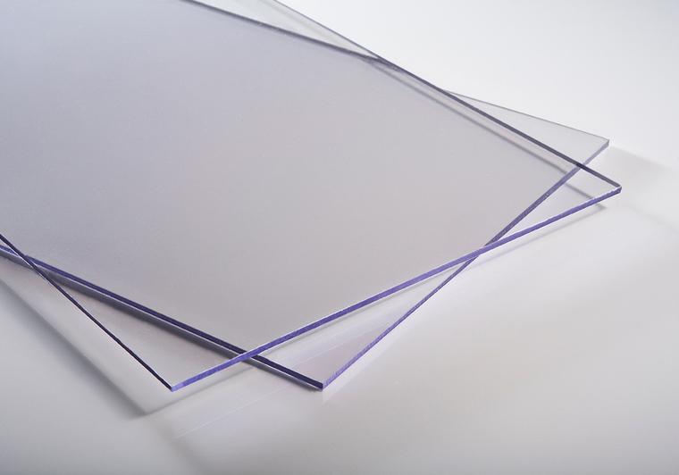 Plný polykarbonát čirý 4mm s tvrzeným povrchem