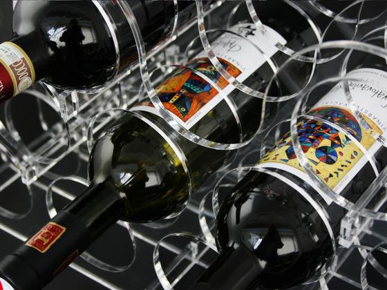 Stojan na víno pro 11 lahví
