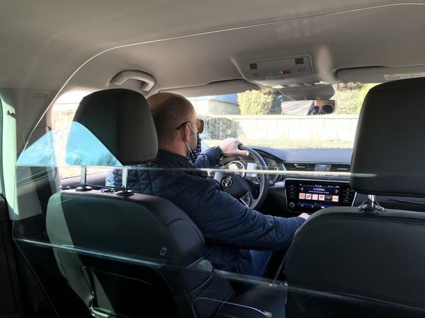 Průhledné přepážky do taxiků a automobilů