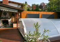Solární panel na plotě